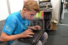 Kay kümmert sich um die SocialMedia-Pages des Berufswahlradios.ch.