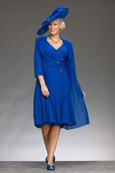Knee length fitted dress with wide v neck and capped sleeves. The dress is fitted to the waist and has sequin flower detail off centre to draw the eye. The matching coat is the same length as the dress and has a wide satin collar and one button Product Code: 008974 Colours: Royal, Navy, Shrimp …