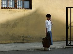 On the Street.The Fortezza, Florence The Sartorialist-- transitional summer outerwear Italian Fashion, Italian Style, Street Chic, Street Style, Street Fashion, French Women Style, Sartorialist, Strike A Pose, Get The Look