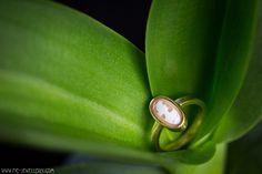 18 karaat gouden ring met camee | 18 carat golden ring with cameo Golden Ring, Handmade Jewellery, Contemporary Jewellery, Stud Earrings, Jewelry, Handmade Jewelry, Jewlery, Jewerly, Stud Earring