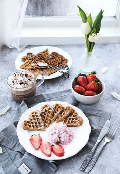 3 OLIKA VÅFFELRECEPT TILL VÅFFELDAGEN Wellness, Scandinavian, Waffles, Raspberry, Low Carb, Mornings, Breakfast, Food, Morning Coffee