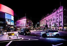 MINI Art Beat does the rounds in London's glowing city centre.