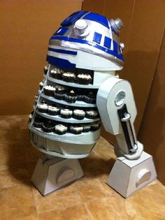 Cupcakes! - Here is the R2D2 cupcake display