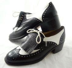 Vintage ladies spectator golf shoes