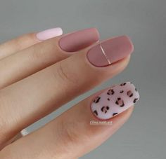 Fashionable matte manicure is a great alternative to shiny glossy nails. A beautiful matte manicure looks great in a palette of gentle light and deep dark shades. It looks elegant and… Stylish Nails, Trendy Nails, Cute Nails, Best Acrylic Nails, Acrylic Nail Designs, Matte Gel Nails, Pointy Nails, Oval Nails, Coffin Nails