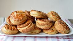 Pogăci cu jumări - rețeta ardelenească de pogăcele fragede   Savori Urbane Quiche, French Toast, Bread, Breakfast, Food, Morning Coffee, Brot, Essen, Quiches