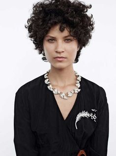 Chic Short Hair Ideas for Round Faces, Frisuren, Short Hair for Round Faces. natural curls in great condition & well defined. Thin Curly Hair, Curly Pixie Cuts, Haircuts For Curly Hair, Short Bob Hairstyles, Pretty Hairstyles, Short Hair Cuts, Curly Hair Styles, Short Hair Styles For Round Faces, Hairstyles For Round Faces