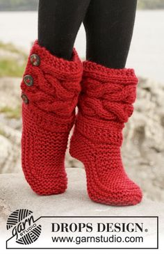 """Little Red Riding Slippers - Slippers with cables in Eskimo by DROPS designDIY Knit Slipper Boots Free Patterns by DROPS Design. My favorite: the Little Red Riding Hood Slippers. (via truebluemeandyou)These Knitted DROPS slippers with cables in """"Es Crochet Slipper Boots, Knitted Slippers, Knitted Booties, Knit Boots, Slipper Socks, Drops Design, Knit Or Crochet, Crochet Crafts, Diy Crafts"""