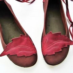 Cute handmade leather shoes... to bad there not in my size