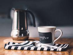 I primi ad aver riconosciuto nella pianta del caffè un effetto energizzante furono gli Oromo, un gruppo etnico etiope, nella zona di Kefa o Kaffa. Fat Coffee, Black Coffee, Coffee Cups, Intermittent Fasting Coffee, Photo Café, Mug Warmer, Pour Over Coffee, Good Morning Everyone, Orzo
