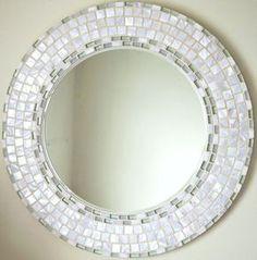 Con más de 50 originales diseños en mi colección, asegúrese de echar un vistazo. cada espejo también es cantada y fechada en la parte posterior por mí mismo, una paz original de obra de arte. Este hermoso espejo ha sido todo hecho a mano por mí mismo usando la más alta calidad de materiales, azulejos y lechada en el mercado. La espalda del espejo acabada en una pintura de seda blanca crujiente y provista de un doble anillo en D y fuerte imagen marco alambre listo para colgar de inmediato…