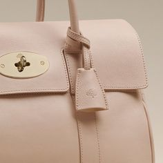 There is always room for one more Mulberry Bayswater bag in my closet.Discover the Mulberry Bayswater collection. Pink Handbags, Leather Handbags, My Bags, Purses And Bags, Handbag Cakes, Mulberry Bag, Beautiful Bags, Handbag Accessories, Rose