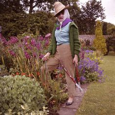 a great garden hat makes garden chores so much more tolerable. I have strong memories of my Grandma gardening fiercely in this exact outfit! In fact I have her gardening hat, very precious to me! Perfect English, Plant Supports, Garden Edging, Garden Gate, Charleston, New England, Cool Outfits, Vintage Fashion, Retro Fashion