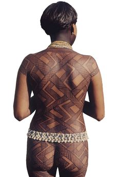 Passion for pattern.who tattooed there? Arte Tribal, Tribal Art, Amazon South America, Body Art Tattoos, Tribal Tattoos, Amazon People, Amazon Tribe, Xingu, Henna
