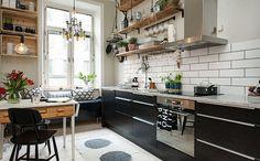 Кухня в скандинавском стиле с плавающими полками