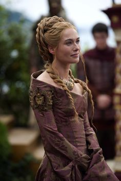 Lena Headey as Cersei Lannister in Game of Thrones (TV Series, 2014). I love this dress, I could wear it anytime and anywhere. ❤️