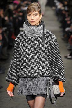 Rag and Bone- New York Fashion Week Cool houndstooth pattern. Knitwear Fashion, Crochet Fashion, Fashion Colours, Colorful Fashion, Knitting Designs, Feminine Style, Knit Crochet, Autumn Fashion, Creations