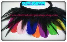 Collar de plumas de colores Para ver los materiales visita nuestro blog encontraras los enlaces a nuestra tienda online: http://eltallerdeadrian.blogspot.com.es/ visita nuestra tienda física: EL TALLER DE ADRIAN CALLE DUQUE DE TETUAN Nº 10 La Linea de la concepción tienda online: http://www.eltallerdeadrian.kingeshop.com/