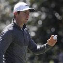 Spieth hangs on to Masters lead but just barely (Yahoo Sports)
