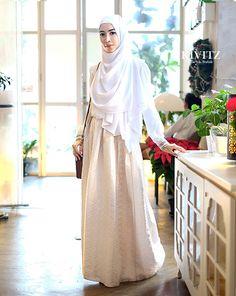 KIVITZ: Fitri Aulia on White