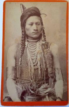 STUNNING-1880s-NATIVE-AMERICAN-CABINET-PHOTO-BANNOCK-PLAINS-WARRIOR