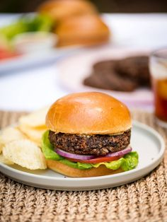 Homemade Veggie Burgers, Best Veggie Burger, Meatless Burgers, Tostadas, Tacos, How To Cook Burgers, Dairy Free Eggs, Bean Burger, Burger Recipes