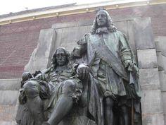 Standbeeld van Johan (links) en Cornelis de Witt, van de hand van Toon Dupuis uit 1918 op de Visbrug in Dordrecht.