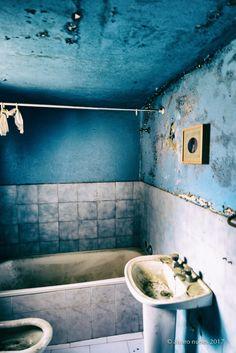 A picture at a bathroom wall. - From a Daniel Blaufuks exhibition at the XVI Bienal de Fotografia de Vila Franca de Xira. Bathroom Wall, Pictures, Fotografia, Spaces, Art, Resim, Clip Art