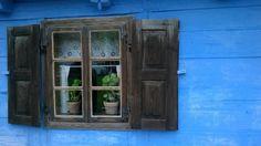 window in Sierpc, Poland. Images © Aleksandra Foryś - lamus dworski)