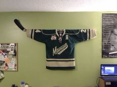 Hockey Stick Jersey Hanger & Can I change that to a (Toews) Hawks jersey? Source by jamieslezak The post Removable Hockey Jersey Wall Mount appeared first on Lee Scahartz Interiors. Hockey Crafts, Hockey Decor, Hockey Sweater, Hockey Party, Hockey Birthday, Hockey Mom, Hockey Stuff, Hockey Girls, Hockey Man Cave