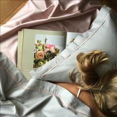 Приятно засыпать на белье с отделкой нежно-розового цвета. Спокойной ночи от Fiori di Venezia!