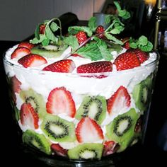 Joy's Prizewinning Trifle Recipe-----I would use real stabilized whipped cream. But this would look lovely in a trifle bowl. Dessert Parfait, Trifle Desserts, Just Desserts, Delicious Desserts, Yummy Food, Trifle Cake, Fruit Trifle, Christmas Trifle, Christmas Desserts