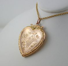 C 1890 9k Antique Gold Locket Victorian Edwardian Large 9ct Basket Of Flowers Photo Heart Necklace