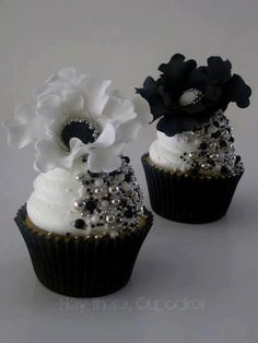 Check out these beautiful treats by Hey There Cupcake!  Too pretty to eat!