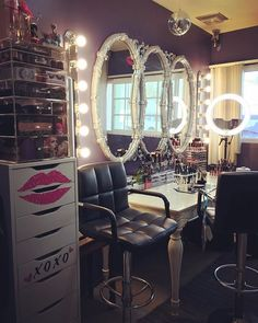Makeup Room Ideas room DIY (Makeup room decor) Makeup Storage Ideas For Small Space - Tags: makeup room ideas, makeup room decor, makeup room furniture, makeup room design Beauty Room Decor, Makeup Room Decor, Makeup Rooms, Vanity Room, Vanity Decor, Vanity Ideas, Vanity Mirrors, Vanity Set, My New Room