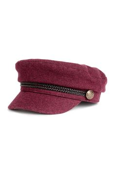 Captain's cap in woven fabric. Braided band at front and metal buttons at sides. Vaquera Sexy, Captain Cap, Braids Band, Newsboy Cap, Outfits With Hats, Cute Hats, Caps For Women, Bordeaux, Sneakers Fashion