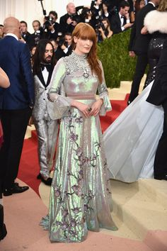Met Gala 2016: Florence Welch Wearing an iridescent Gucci gown.