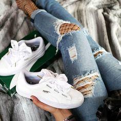 sneaker + ripped jeans + fish net = Langsam finde ich auch Gefallen am Netzstrumpfhosen und was sagt ihr zum Trend? Habt einen schönen Sonntagabend ihr Lieben ❤ #fishnet #pumabasket #puma #kicksonfire #sneakerhead #blogger_de #soleonfire