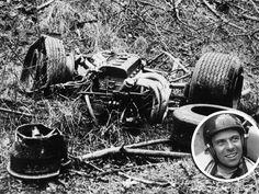 Jim Clark Crash at Motorsport Tragedies Vintage Sports Cars, Vintage Racing, Vintage Auto, F1 Racing, Drag Racing, Sprint Car Racing, F1 Crash, F1 Lotus, Brazilian Grand Prix