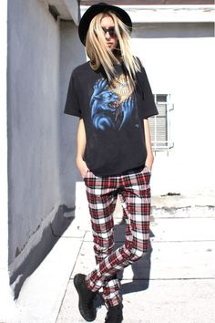 Check out these plaid pants in this street style look! Yes or no?!