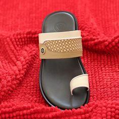 """356 Me gusta, 4 comentarios - White Shoes (@whiteshoe_oman) en Instagram: """"من تشكيلاتنا الجديدة لموسم العيد   السعر: ٢٨ ريال عماني.  #muscat #omani #oman #omanimarket…"""""""