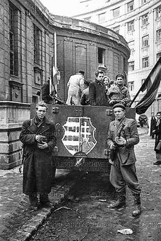 Hungarian Revolution 1956 most tudtam meg, hogy a Lajos is benne evesen. World History, World War Ii, Budapest Guide, Photographer Portfolio, Freedom Fighters, Magnum Photos, Historical Pictures, Vietnam War, Eastern Europe