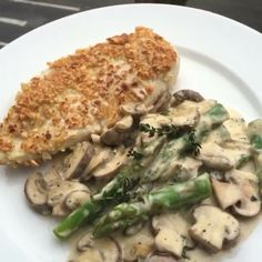 Wow Food boner alert Here it is, my cashew coated chicken with creamy mushroom…
