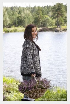 From a norwegian knit jacket hunt, searching for old classics… Knit Jacket, Knit Cardigan, Norwegian Knitting, Fair Isle Pattern, Fair Isle Knitting, Knitting Patterns, Crochet, Casual, How To Wear
