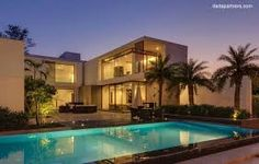 Resultado de imagen para casa moderna con piscina de noche