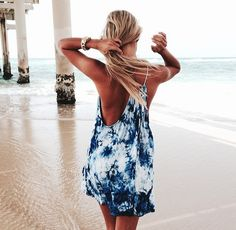 tie dye somewhat backless beach dress (could I make it? Diy T Shirt Dress, Easy Dress, Tie Dye Dress, Summer Outfits, Cute Outfits, Summer Dresses, Beach Outfits, Beach Dresses, Maxi Dresses