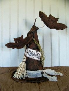 prim witches hat and bats Primitive Fall Crafts, Primitive Halloween Decor, Rustic Halloween, Halloween Hats, Halloween Trick Or Treat, Halloween Projects, Diy Halloween Decorations, Holidays Halloween, Vintage Halloween