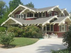 The Daily Bungalow : OK, I know I've taken pics already, but this place. Craftsman Home Exterior, Bungalow Exterior, Bungalow Homes, Craftsman Style Homes, Craftsman Bungalows, French Exterior, Craftsman Cottage, Stucco Exterior, Exterior Doors
