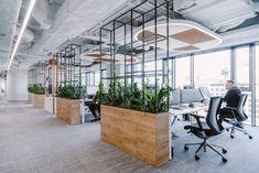 Office Tour: L'Oréal Offices – Warsaw – Modern Corporate Office Design Corporate Office Design, Open Office Design, Industrial Office Design, Office Interior Design, Office Interiors, Office Designs, Industrial Workspace, Corporate Offices, Office Branding