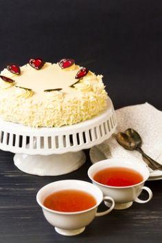 Receita de Glacê de Chocolate Branco. Este glacê ficará lindo e delicioso na cobertura do seu bolo.